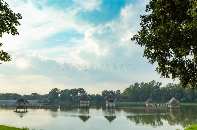 Konkret paviljong på dammet i parkera royaltyfri foto