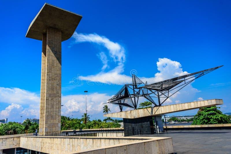 Konkret portalskulptur och metallskulptur av den nationella monumentet till dödaen av det andra världskriget, Rio de Janeiro arkivbild