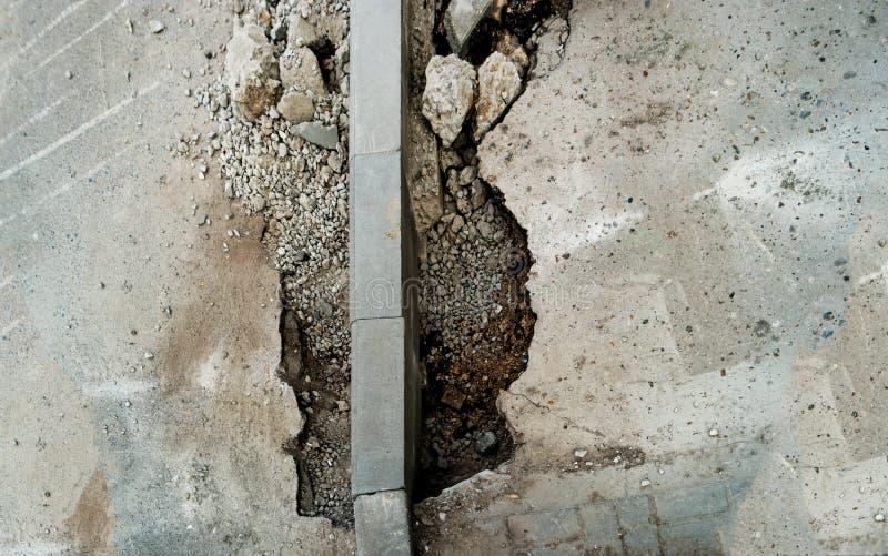Konkret trottoarkantinstallation Trottoartrottoarförnyande Reparation för väginfrastruktur från över royaltyfri fotografi