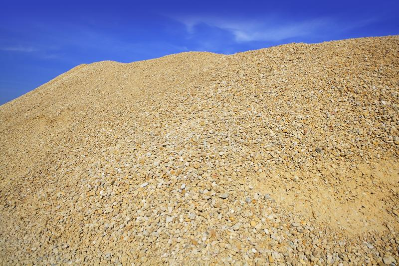konkret yellow för sand för grusbergvillebråd arkivbild