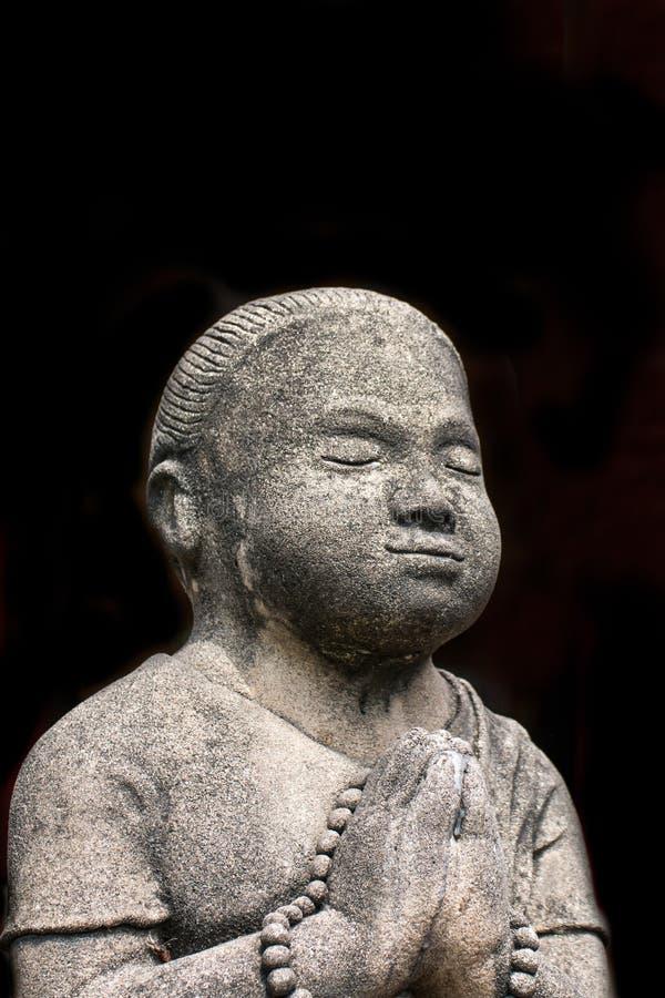 Konkreta statyer för tappning i Wat Chai Mongkon - buddistisk tempel, royaltyfria foton