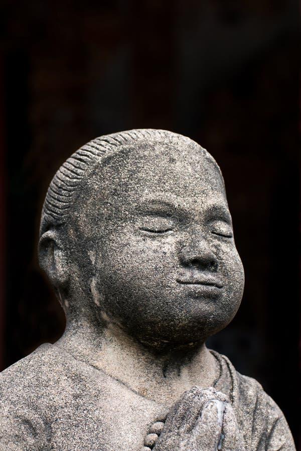 Konkreta statyer för tappning i Wat Chai Mongkon - buddistisk tempel, royaltyfria bilder