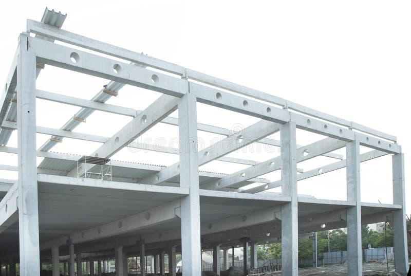 Konkrete Lichtstrahlverbindung und Stahlaufbau lizenzfreie stockfotos