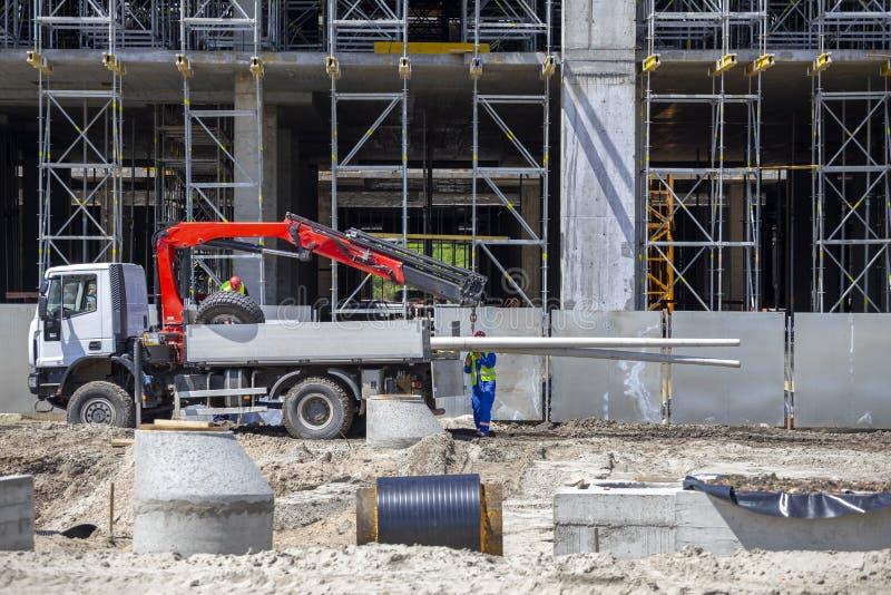 Konkrete Pfosten für Kraftübertragung auf dem LKW stockbild