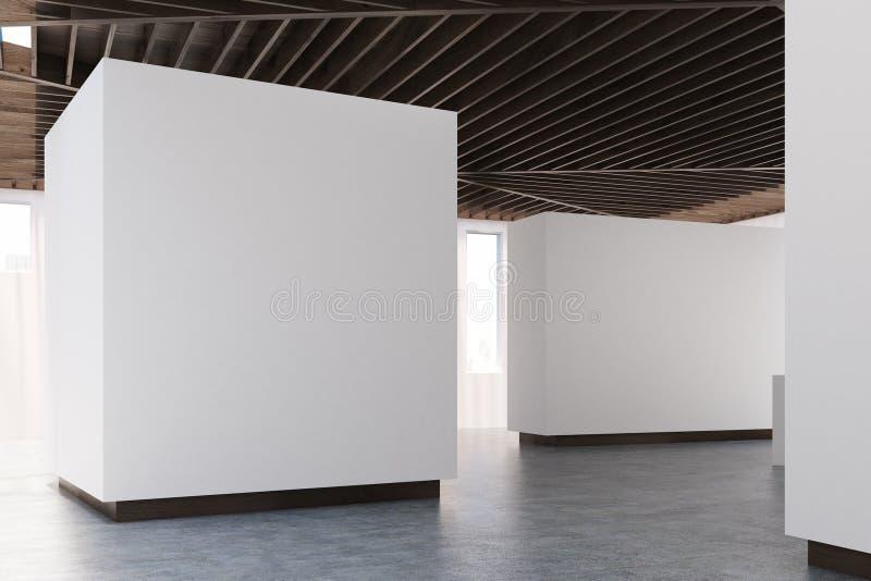 Konkreter Boden der Kunstgalerie, hölzerne Decke, Seite lizenzfreie abbildung