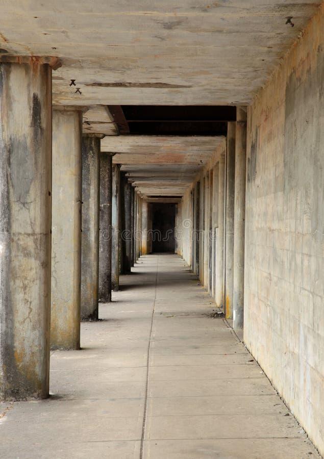 Konkreter Korridor lizenzfreie stockfotografie