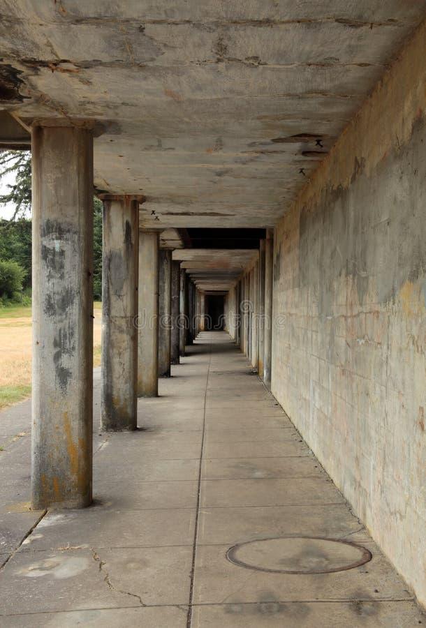 Konkreter Korridor lizenzfreie stockbilder