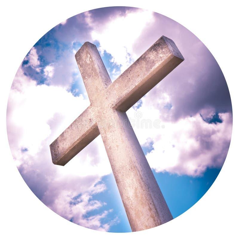 Konkretes christliches Kreuz gegen einen drastischen bewölkten Himmel - - rundes Ikonenkonzeptbild - Fotografie in einem Kreis lizenzfreie stockfotografie