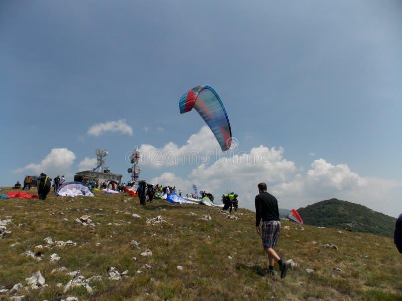 Konkurrens för argt land för Paragliding royaltyfri fotografi