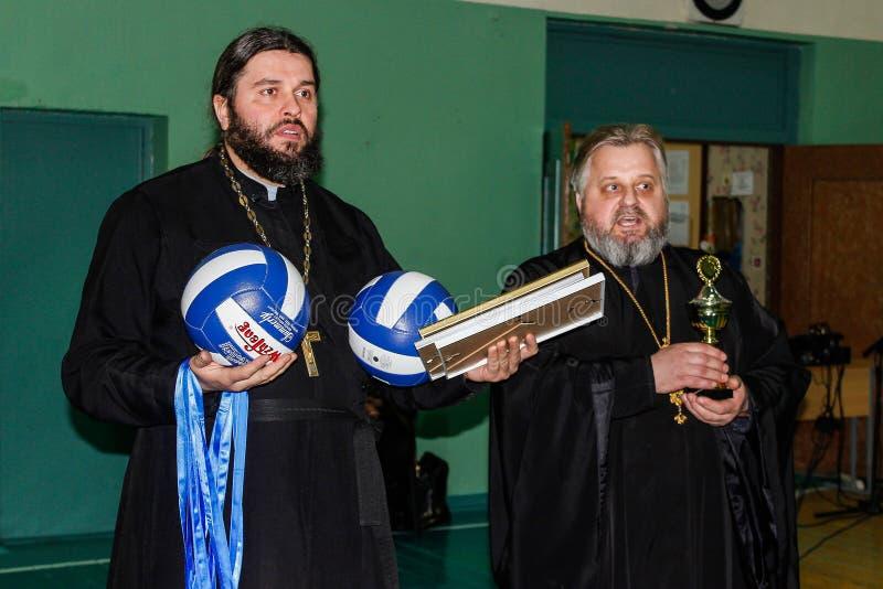 Konkurrens i den Gomel regionen av Vitryssland i volleyboll under auspiciern av den ortodoxa kyrkan royaltyfri fotografi