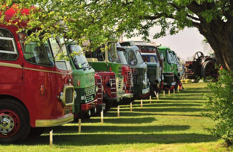konkurrens trucks tappning arkivbild