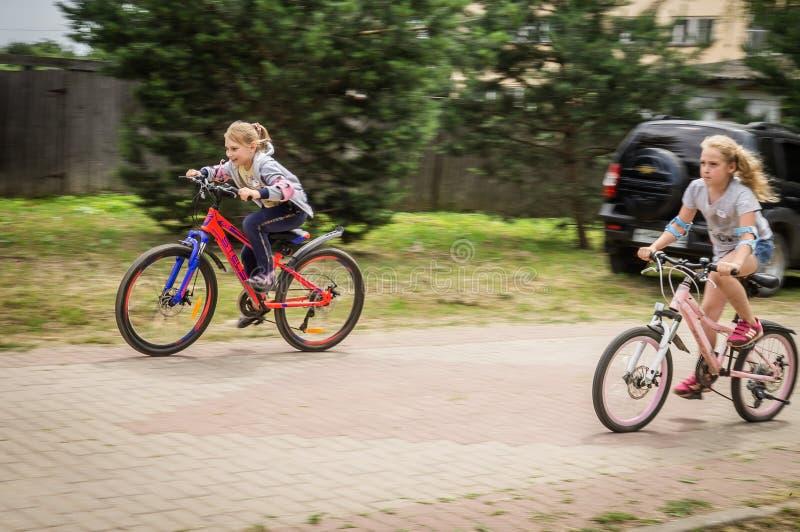 Konkurrens-utbildning, i att cykla för mer ung studenter i centrala Ryssland royaltyfri fotografi