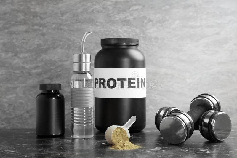 Konopiany proteina proszek w pomiarowej łyżce zdjęcia stock