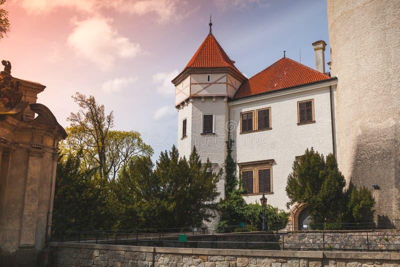 Konopiste slottyttersida, Tjeckien fotografering för bildbyråer