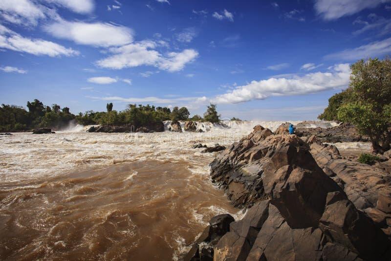 Konpapeng-Wasserfall, der Mekong im champasak südlich von Laos lizenzfreie stockfotos