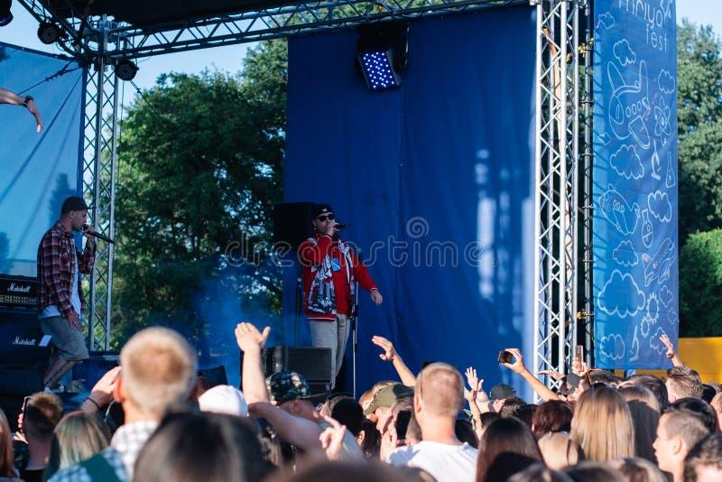 Konsert av den ukrainska rapkonstn?ren Yarmak May 27, 2018 p? festivalen i Cherkassy, Ukraina arkivfoto