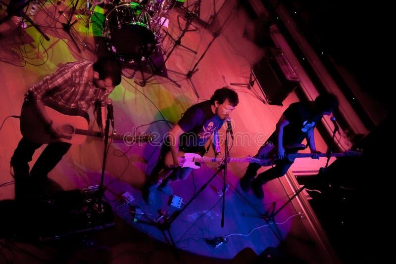 Konsert av gruppen av den Indie popet, Champagne på April 24, 2009 arkivfoton