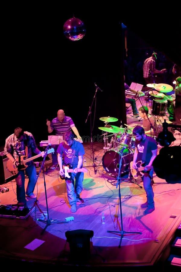 Konsert av gruppen av den Indie popet, Champagne på April 24, 2009 fotografering för bildbyråer