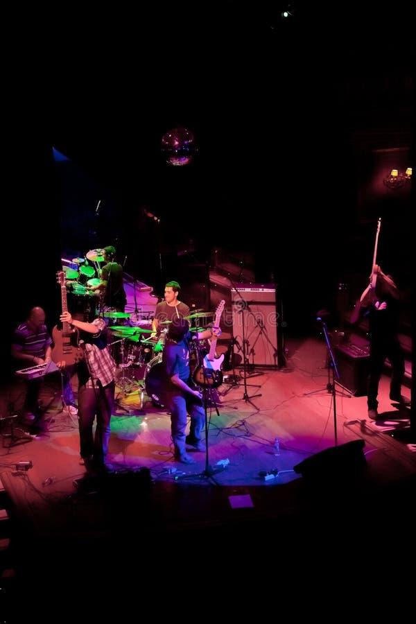 Konsert av gruppen av den Indie popet, Champagne på April 24, 2009 arkivfoto