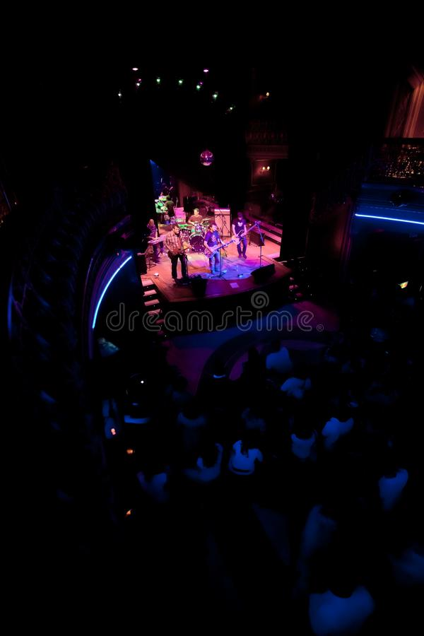 Konsert av gruppen av den Indie popet, Champagne på April 24, 2009 royaltyfri bild