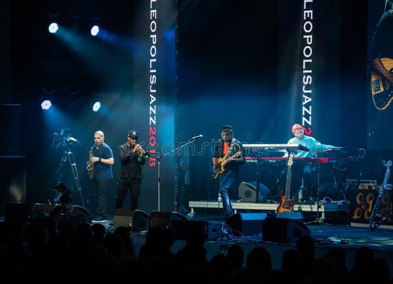 Konsert av Marcus Miller på den internationella jazzfestivalen i Lviv i Ukraina 2018 royaltyfri foto