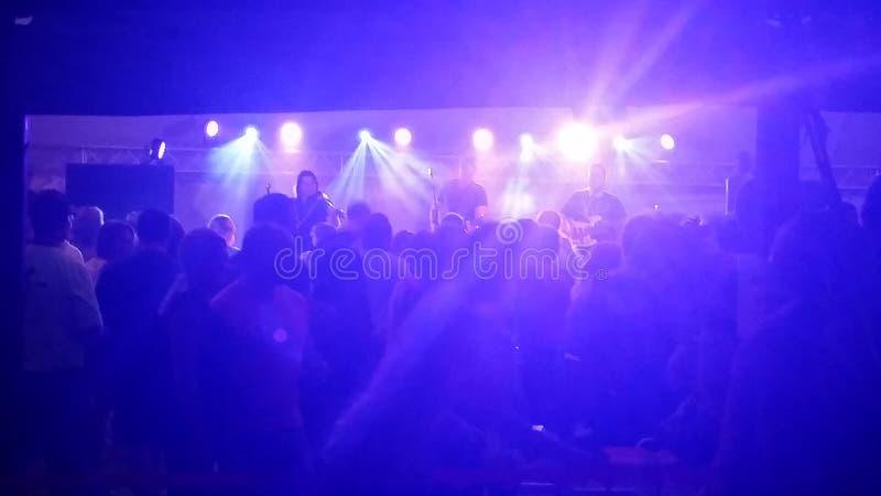 Konsert med etappljus och ljus royaltyfri foto