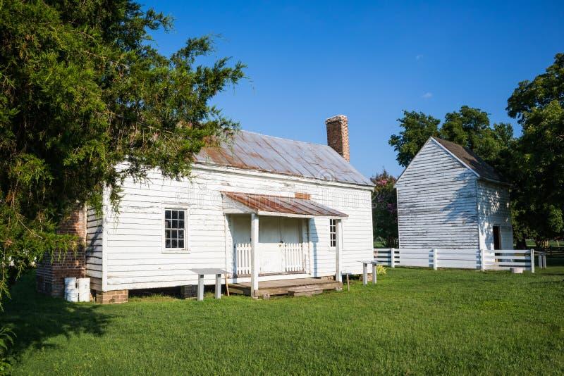 Konservierten Sklave Cabin At Bacons Schloss in Surry, VA stockfotos