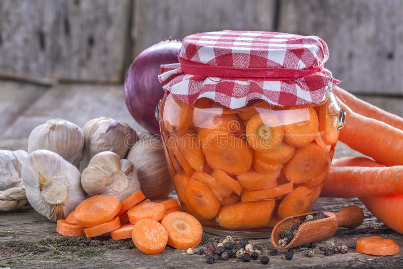 Konserwować marchewka zdjęcia stock