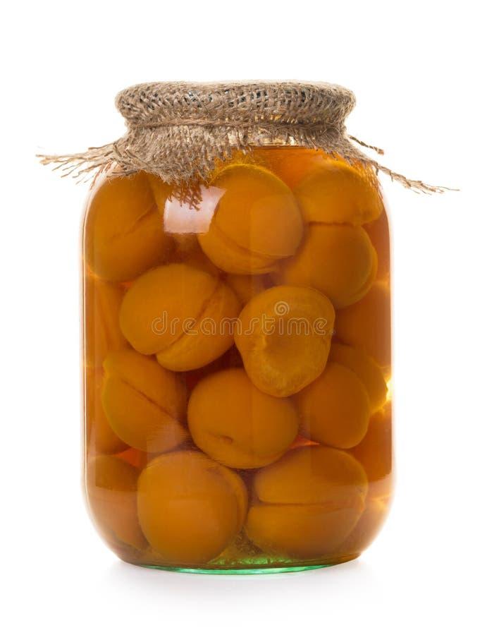Konserwować morele w szklanym słoju zdjęcie royalty free