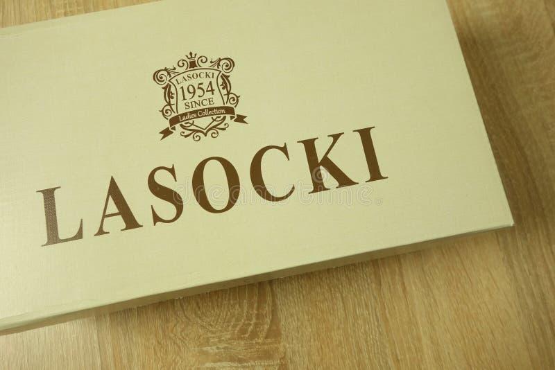 KONSKIE, ПОЛЬША - 21-ое июня 2019: Ботинки Lasocki в упаковке стоковое изображение