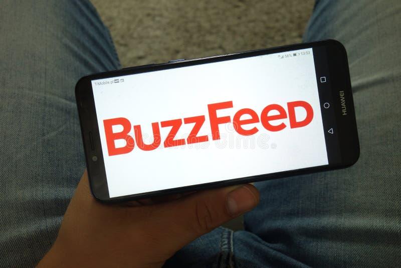 KONSKIE, ПОЛЬША - 29-ое июня 2019: Логотип BuzzFeed Inc на мобильном телефоне стоковое изображение