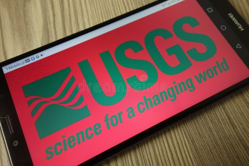 KONSKIE, POLÔNIA - 21 de dezembro de 2019: Logotipo do Geological Survey dos Estados Unidos no telefone celular foto de stock