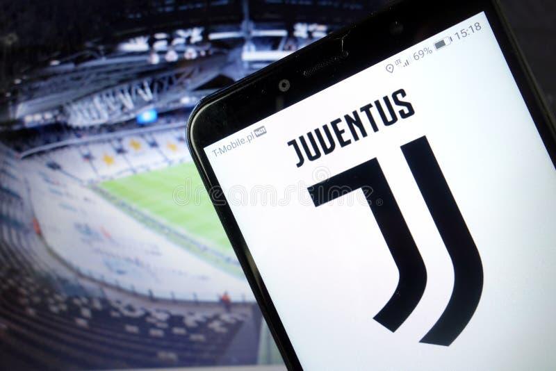 KONSKIE, POLÔNIA - 11 de Janeiro de 2020: Logotipo do Juventus Football Club no telefone celular fotos de stock