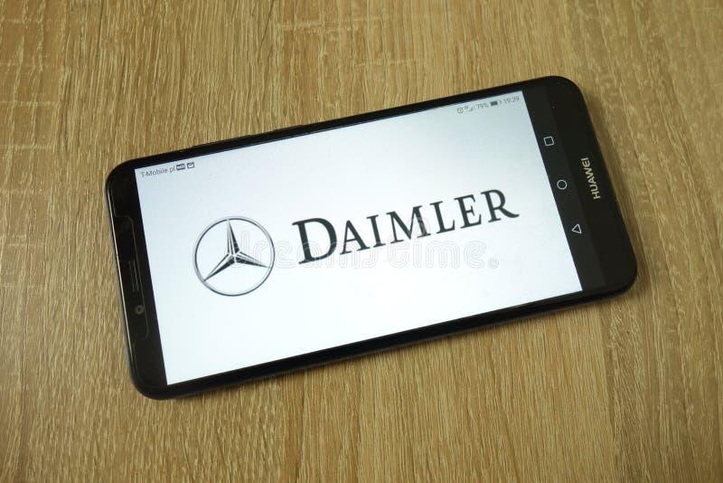 KONSKIE, POLEN - 11. Juni 2019: Firmenlogo der Daimler AG auf Handys stockfotografie