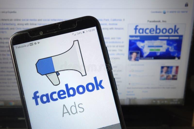 KONSKIE, POLONIA - 18 agosto 2019: Logo di Facebook Ads sul cellulare fotografia stock libera da diritti