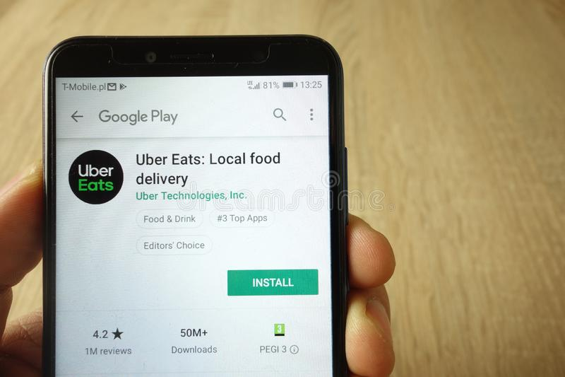 KONSKIE, POLONIA - 18 de mayo de 2019: Uber come el app en la p?gina web del Google Play Store exhibida en el tel?fono m?vil fotografía de archivo