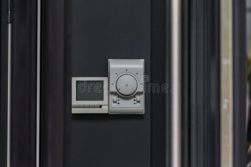 Konsol för att kontrollera uppvärmning och att kyla royaltyfri fotografi