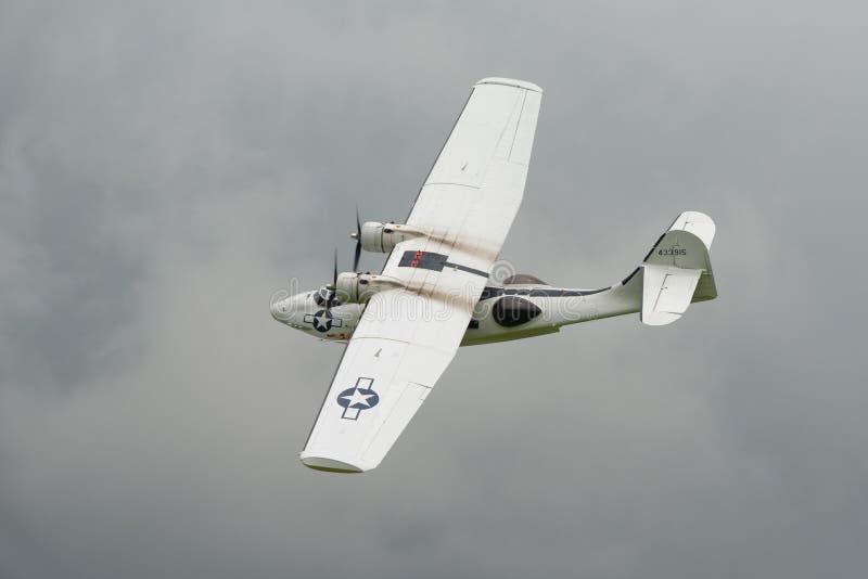 Konsolidujący Catalina PBY5A, 'chybienie Pickup' fotografia royalty free