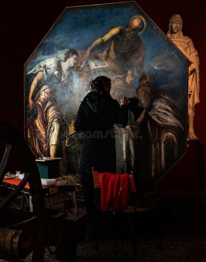 Konståterställande på slotten Venedig för doge` s royaltyfri bild