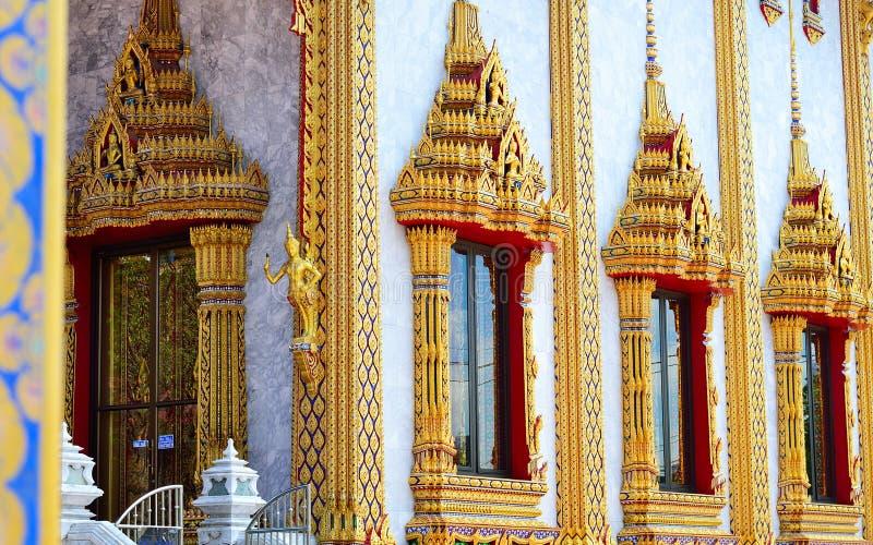 Konst och kultur, thailändsk tempel royaltyfria bilder