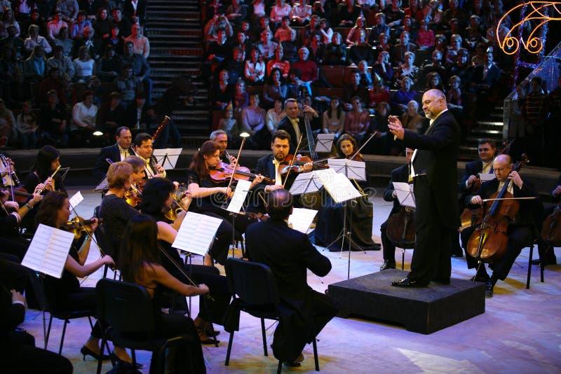 Konstantin Orbeljan con un'orchestra fotografia stock
