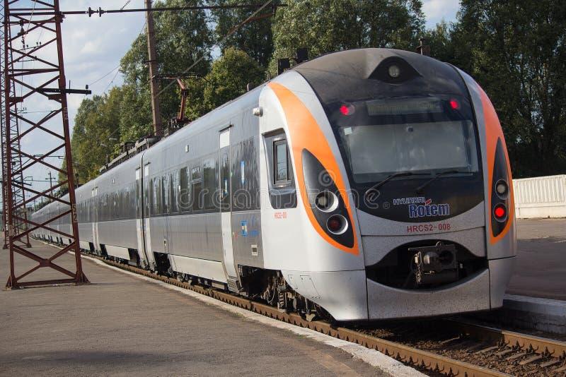 Konstantinoka, Ucrânia - 13 de setembro de 2017: Trem de alta velocidade na estação fotografia de stock royalty free