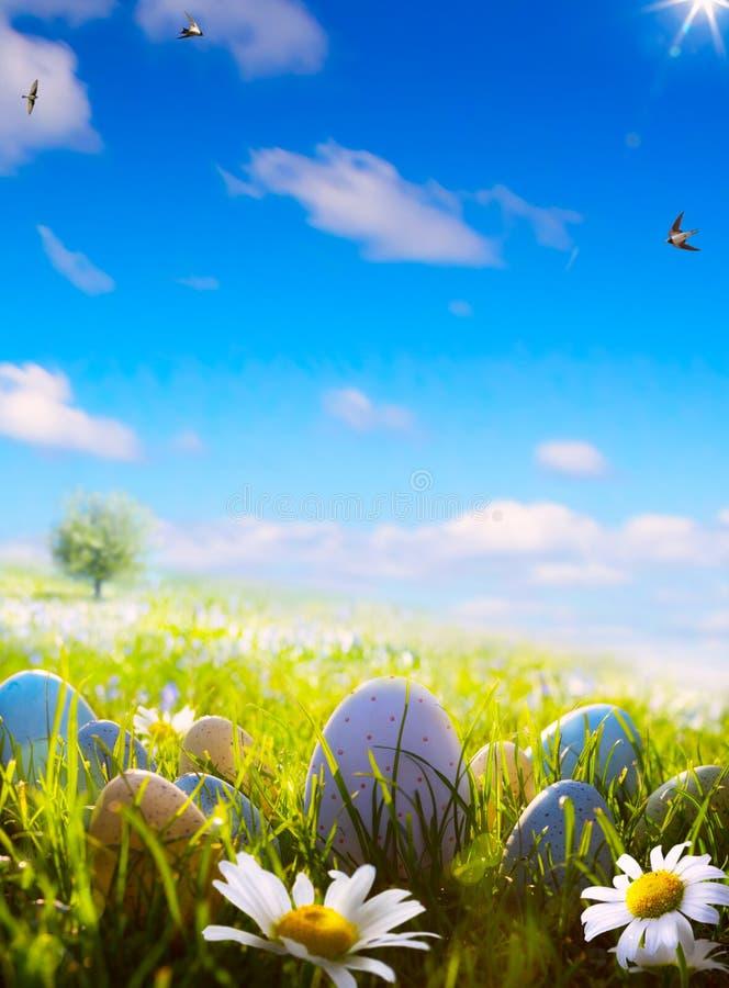 Konsteaster ägg på vårfält royaltyfri bild