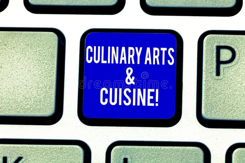 Konster och kokkonst för handskrifttext kulinariska Begreppsbetydelsekock som förbereder för recepttangentbord för gourmet- foods royaltyfri fotografi