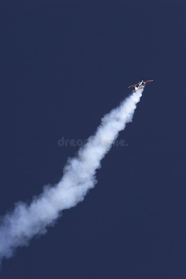 Download Konstflygning redaktionell fotografering för bildbyråer. Bild av flyg - 37347699
