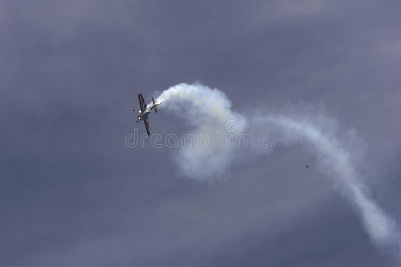 Download Konstflygning redaktionell fotografering för bildbyråer. Bild av vingar - 37348714