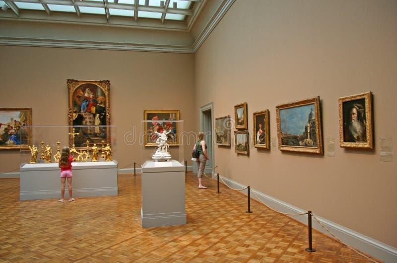 Konstgalleri med gamla förlage royaltyfria foton