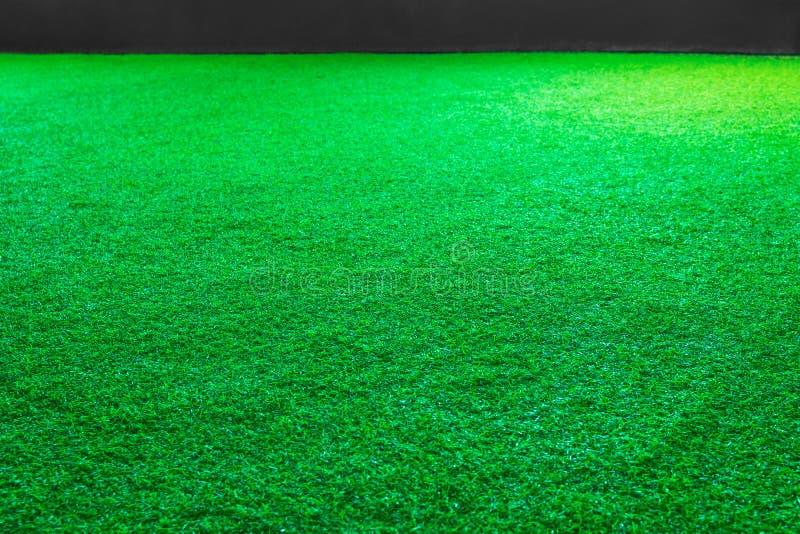 Konstgjord grönt gräs- eller för sportfält texturbakgrund arkivbilder