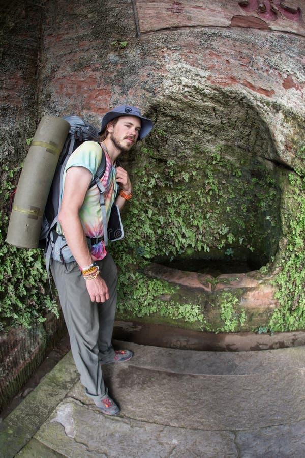 Konstgjord grotta nära kloster fotografering för bildbyråer