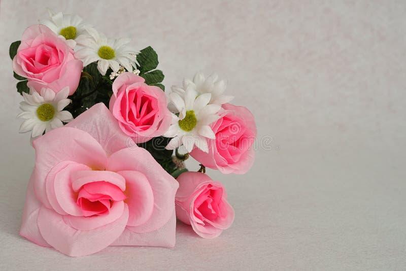 Konstgjorda blommor arkivfoton